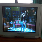TV Polytron 42 Inch Besar Banget