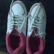 Sepatu Sports Bekas