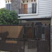 Rumah Cantik 2 Lantai Strategis Hanya 50m Dari Jalan Raya