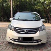 Honda Freed PSD Thn 2012 Warna Putih Tgn1