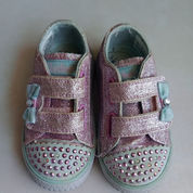 Sepatu Skechers Perempuan