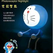 Lampu Doraemon Colok Listrik Sensor Cahaya Malam