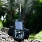 HANDPHONE MULTI FUNGSI BISA BUAT WALKIE TALKIE ( UHF ) SEKALIGUS BISA JADI POWERBANK DISCOVERY A12