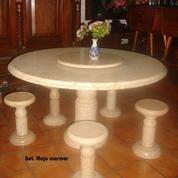 Meja makan marmer antik, Puter tengah