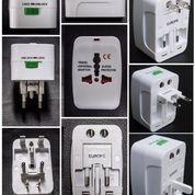 Universal Travel Adapter : Travel Adapter UAR05