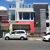 Kantor Tepi Jalan AM Sangaji Hanya 100m dari Hotel Tentrem