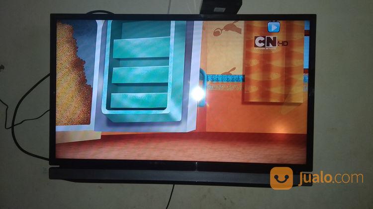 Led tv 32in merk tosh lcd dan led 21050467