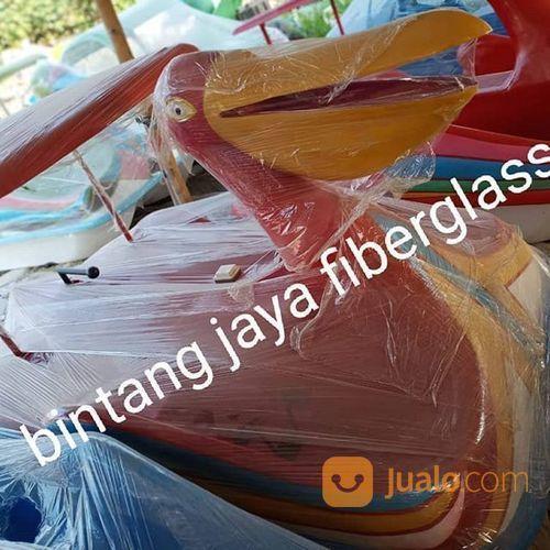Burung pelikan merah olahraga air dan perahu lainnya 21066259