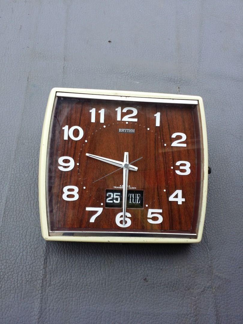 Jam Dinding RHYTHM 4 Jewels Transistor Clock