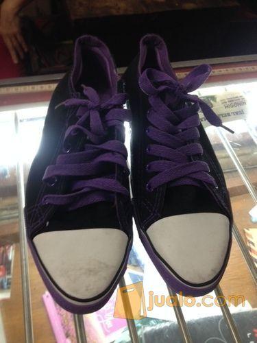 Sepatu corverse mode gaya pria 2793689