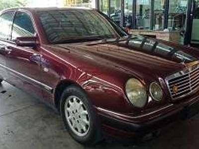 BENZ 230 E 1998