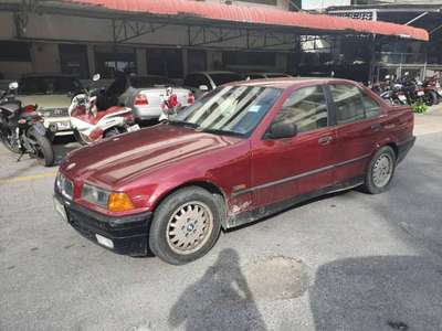 BMW SERIES 3 318 i (4Dr) 1993